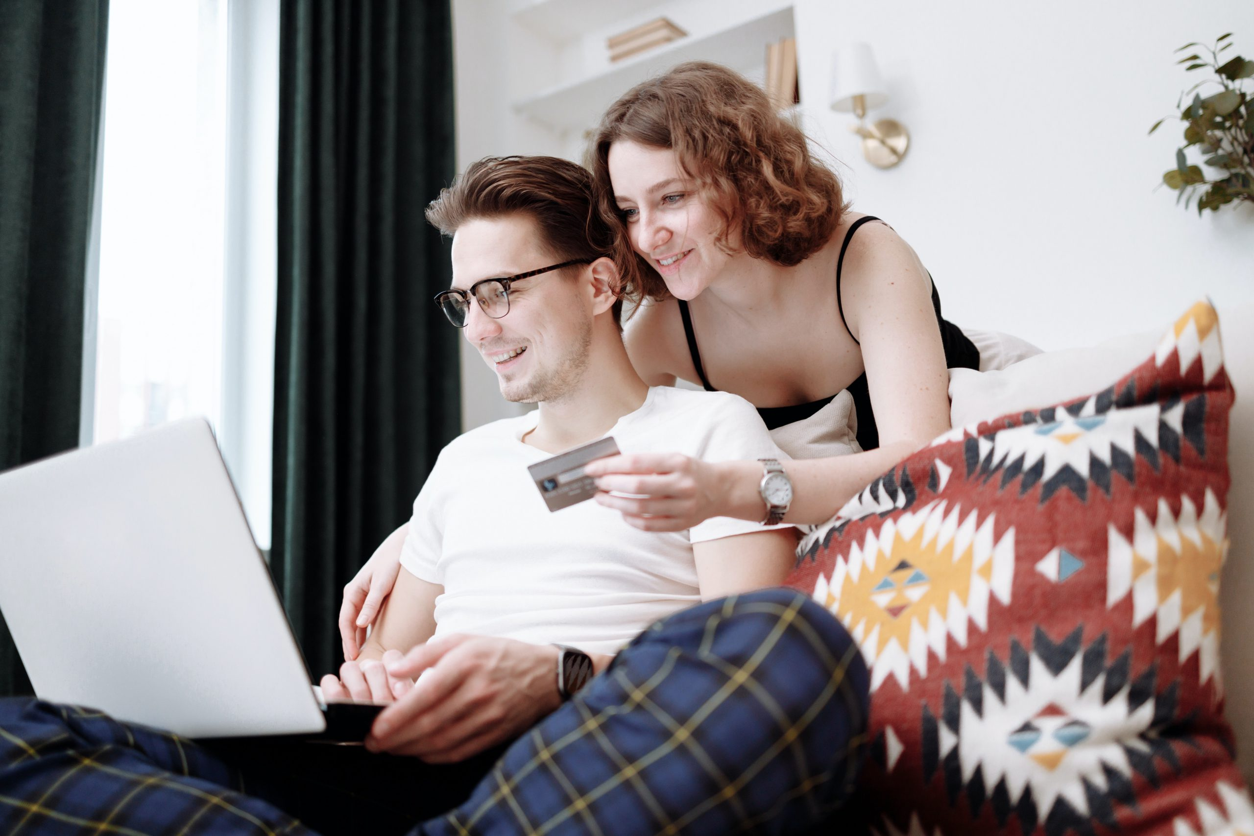 couple online banking